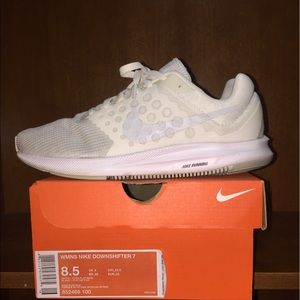 Nike Downshifter 7 size 8.5 Womens